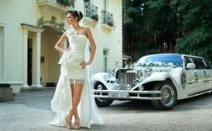 Невеста и лимузин Lincoln Excalibur
