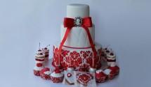Красно-белый свадебный торт